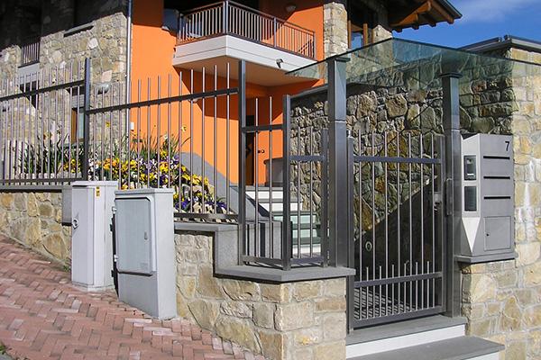 Costruzione di recinzioni e barriere per abitazioni